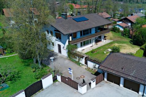 Freistehendes Zweifamilienhaus mit traumhaftem Bergblick in Bad Tölz, 83646 Bad Tölz, Zweifamilienhaus