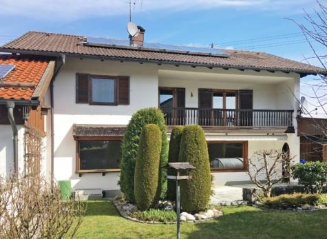 Landhaus mit Außenpool, großem Südgarten und Einliegerwohnung mit separatem Eingang, 82515 Wolfratshausen, Einfamilienhaus