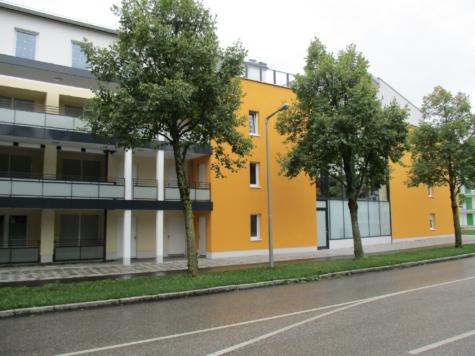Poing – Neuwertige kleine 2 Zimmerwohnung mit Einbauküche in zentraler Lage, 85586 Poing, Erdgeschosswohnung